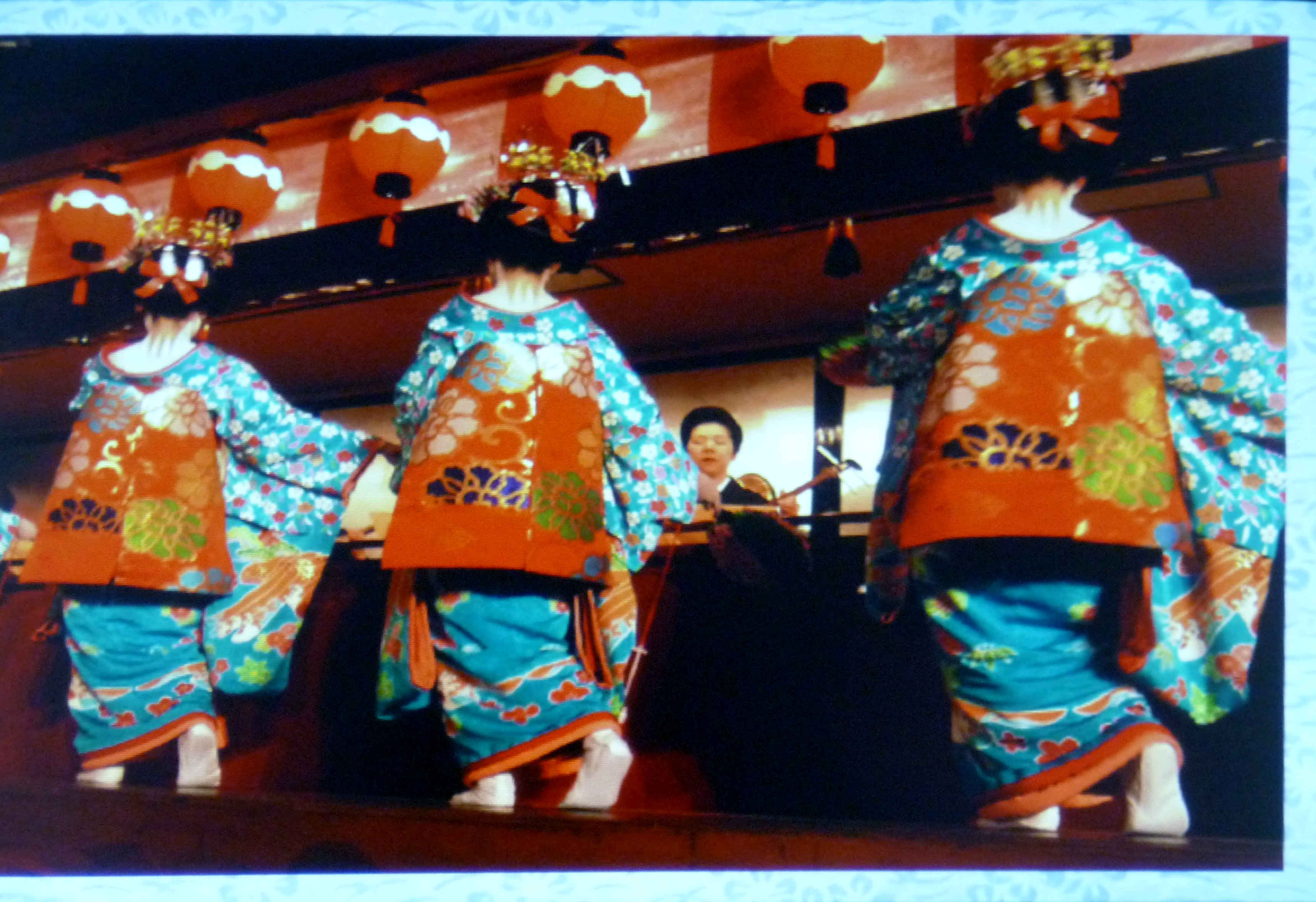Katie Chaplin slide showing apprentice geishas wearing kimono at a Tea Ceremony