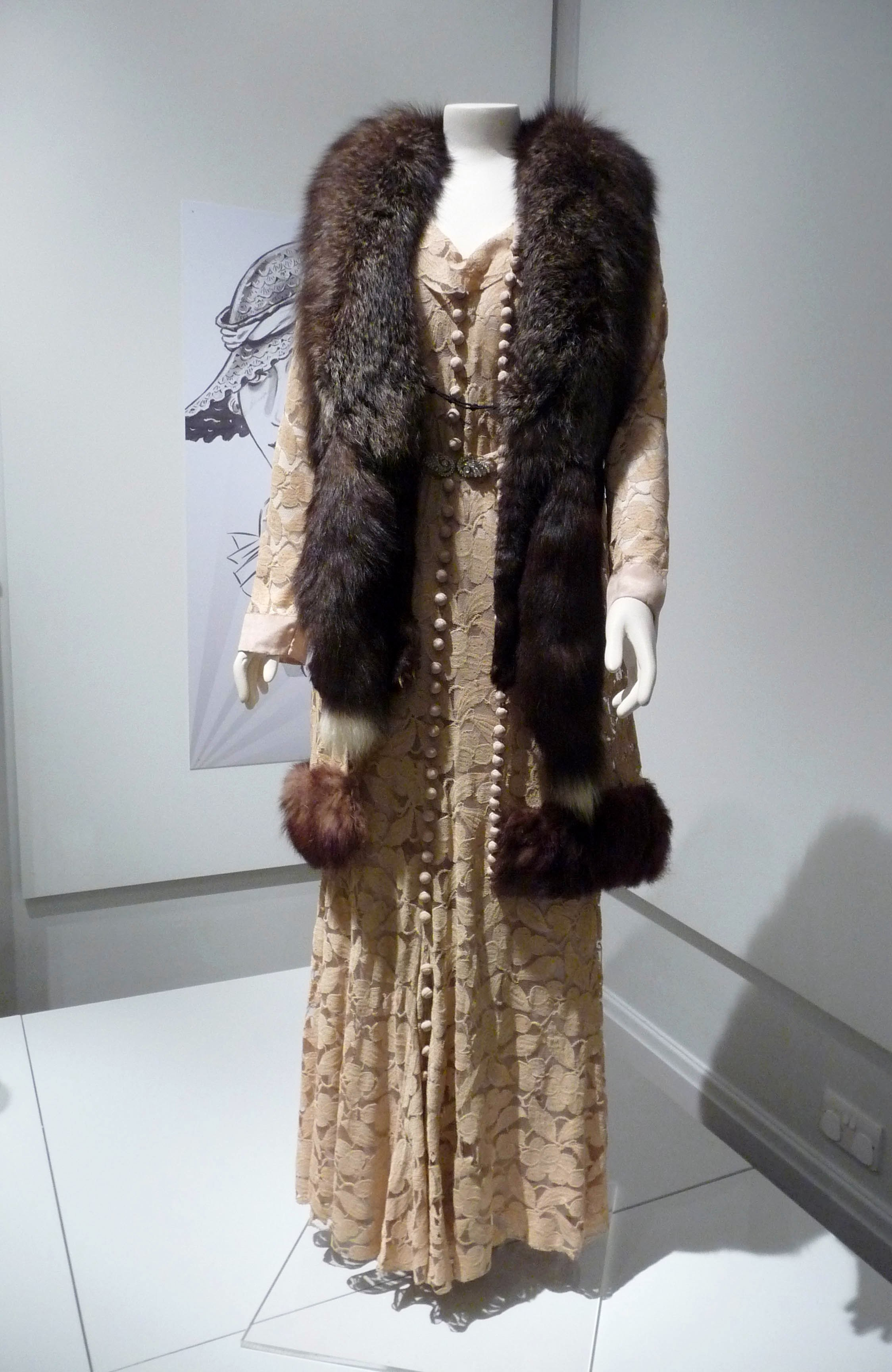 Afternoon dress & matching coatee, cotton lace & dyed fox fur, 1933. Double stole, silver fox fur & silk-velvet, 1930-35