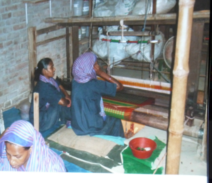 the weaving loom is run with no electricity