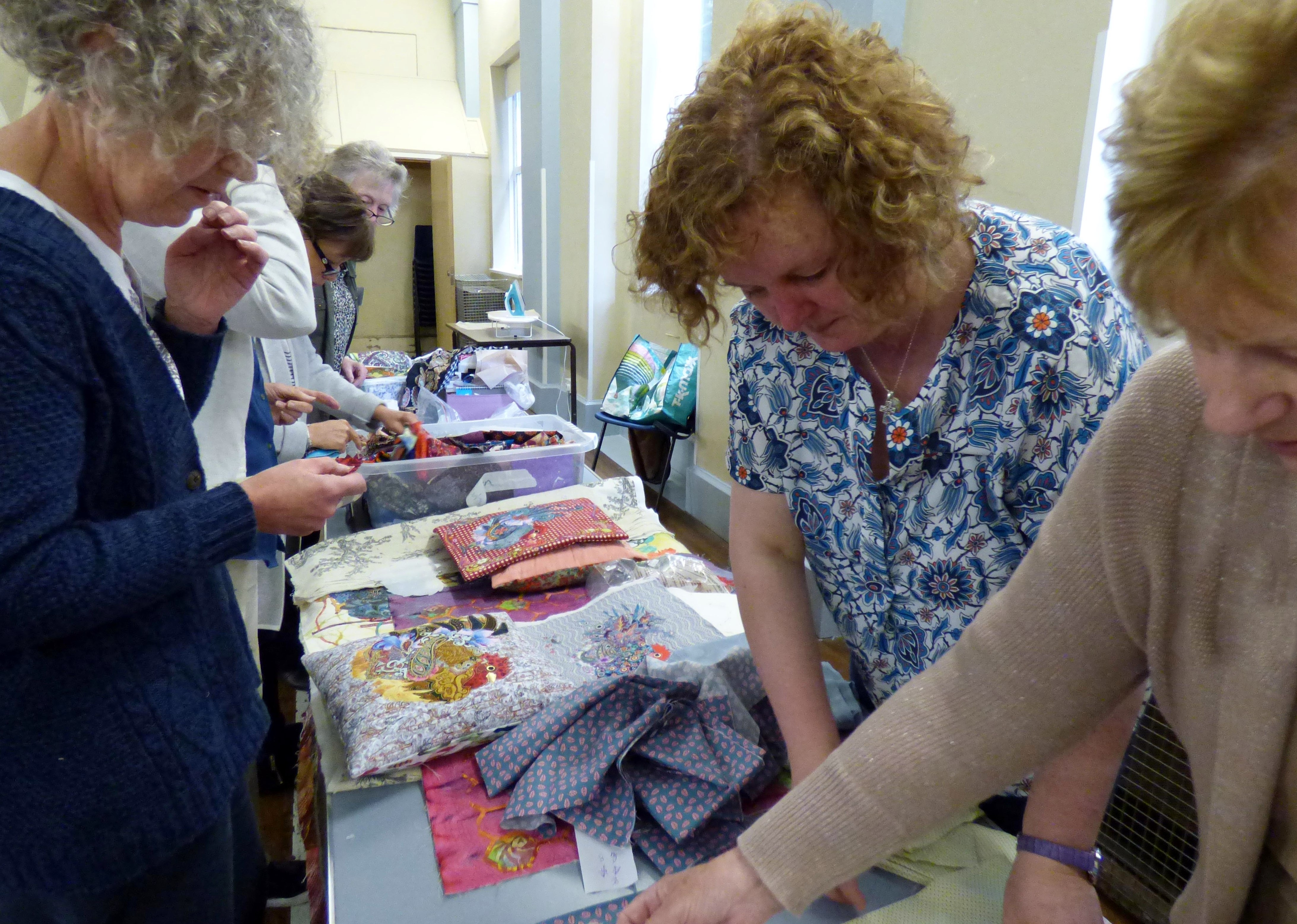 Lizzie Wall and students at Raw Edge Applique workshop with Lizzie Wall