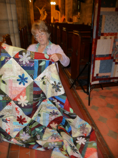 LAZY DAISY -a magnificent quilt to be raffled