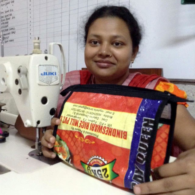 Parul is showing us a wash bag from the new ecoRecycle range from Sreepur, Bangladesh