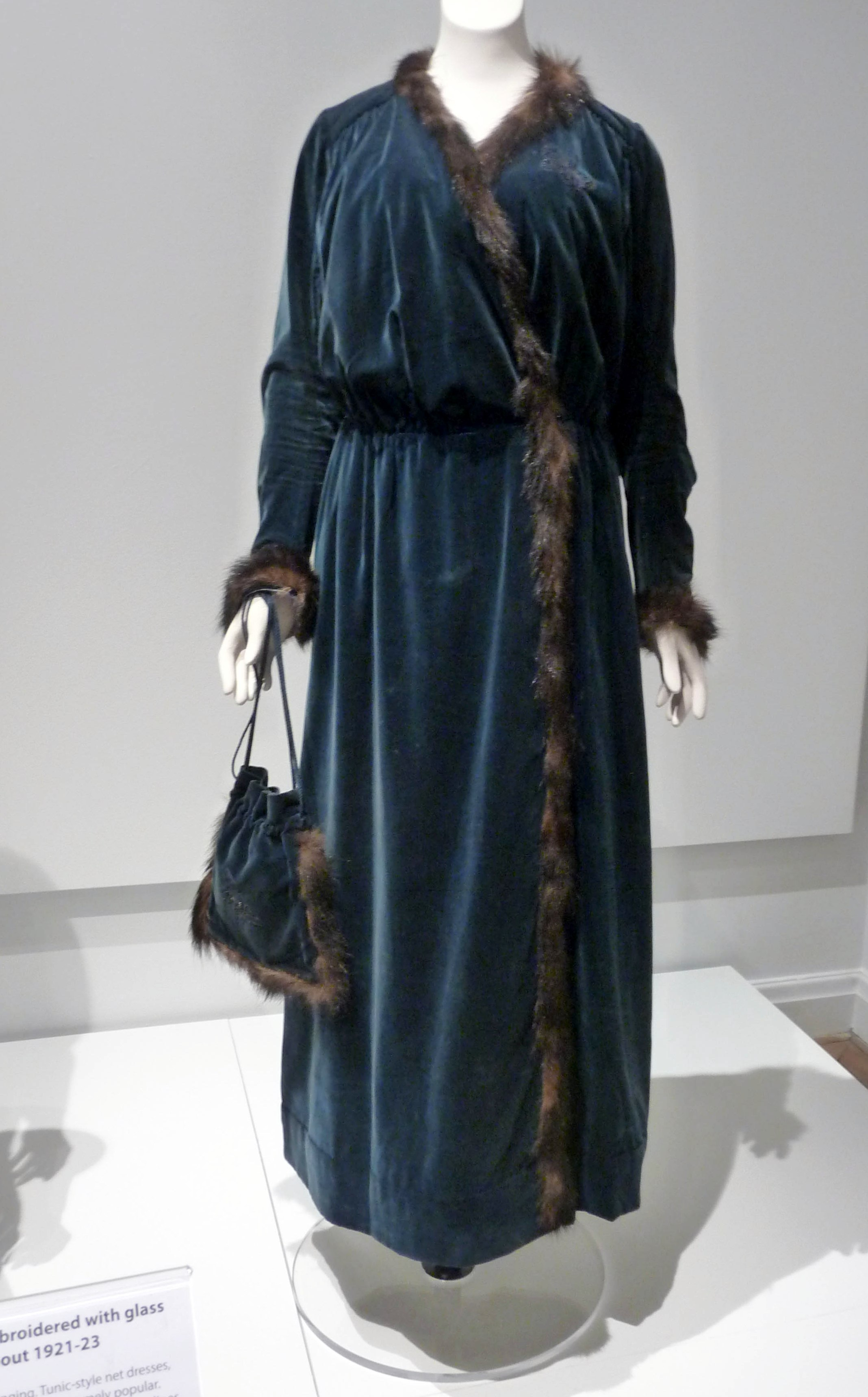 DAY DRESS and matching drawstring handbag, cotton velvet trimmed with fox fur, circa 1914-16. This design was influenced by the work of French designer Paul Poiret, and was worn by Emilt Tinne of Liverpool.