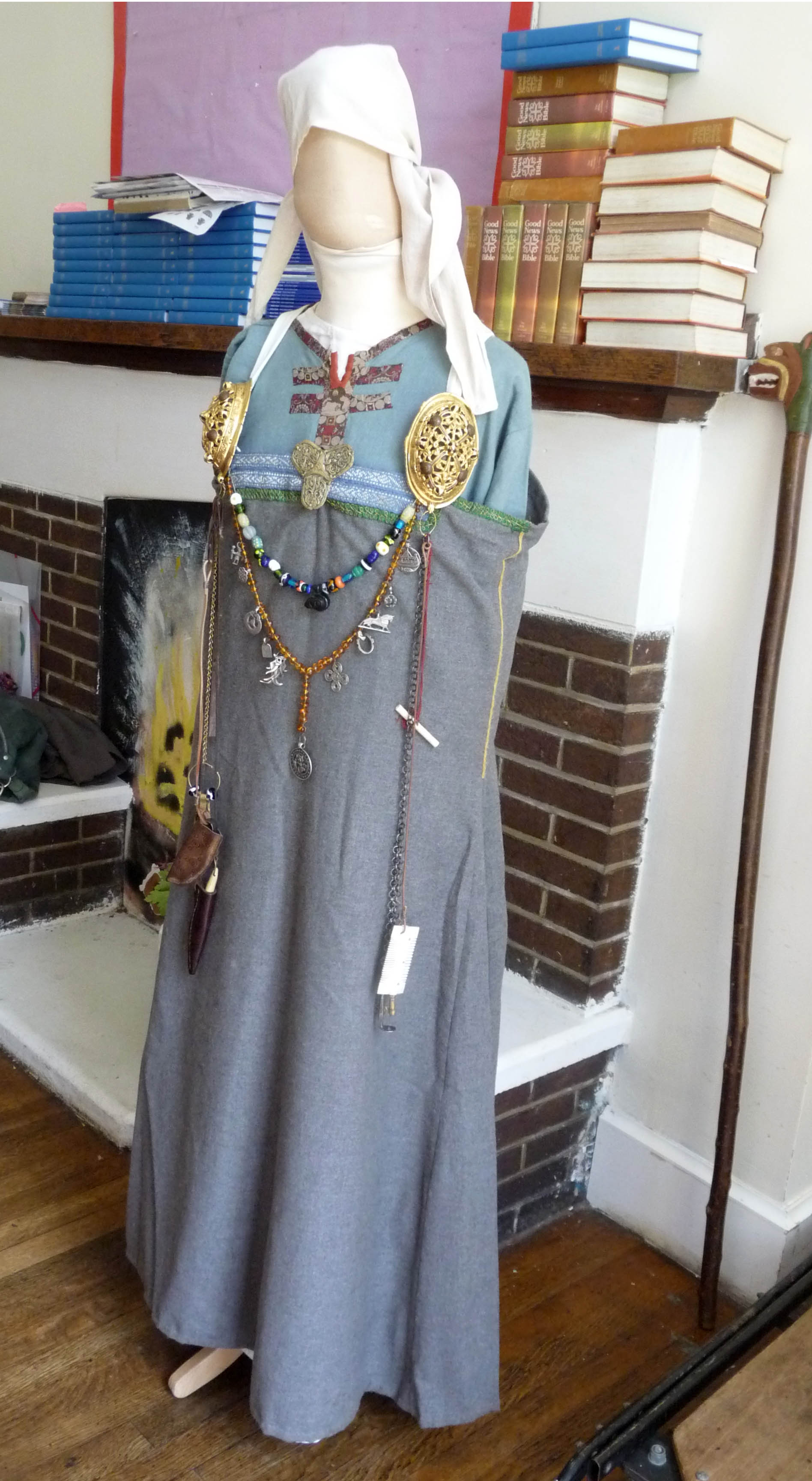 clothes that a rich Viking woman might wear