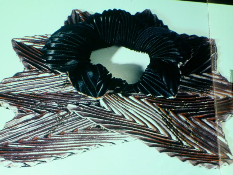 pleated collar