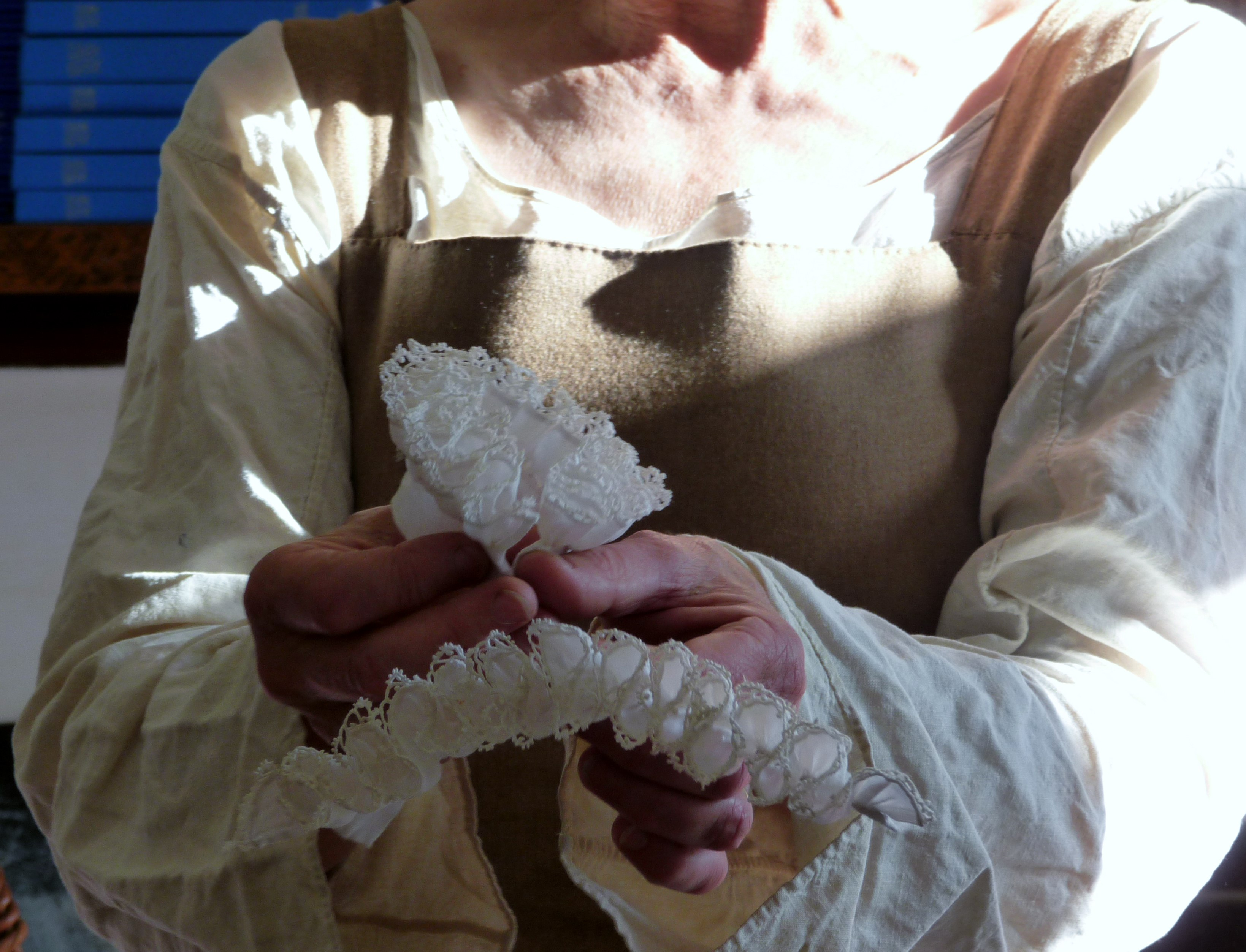 these are wrist ruffs which are edged with lace and starched