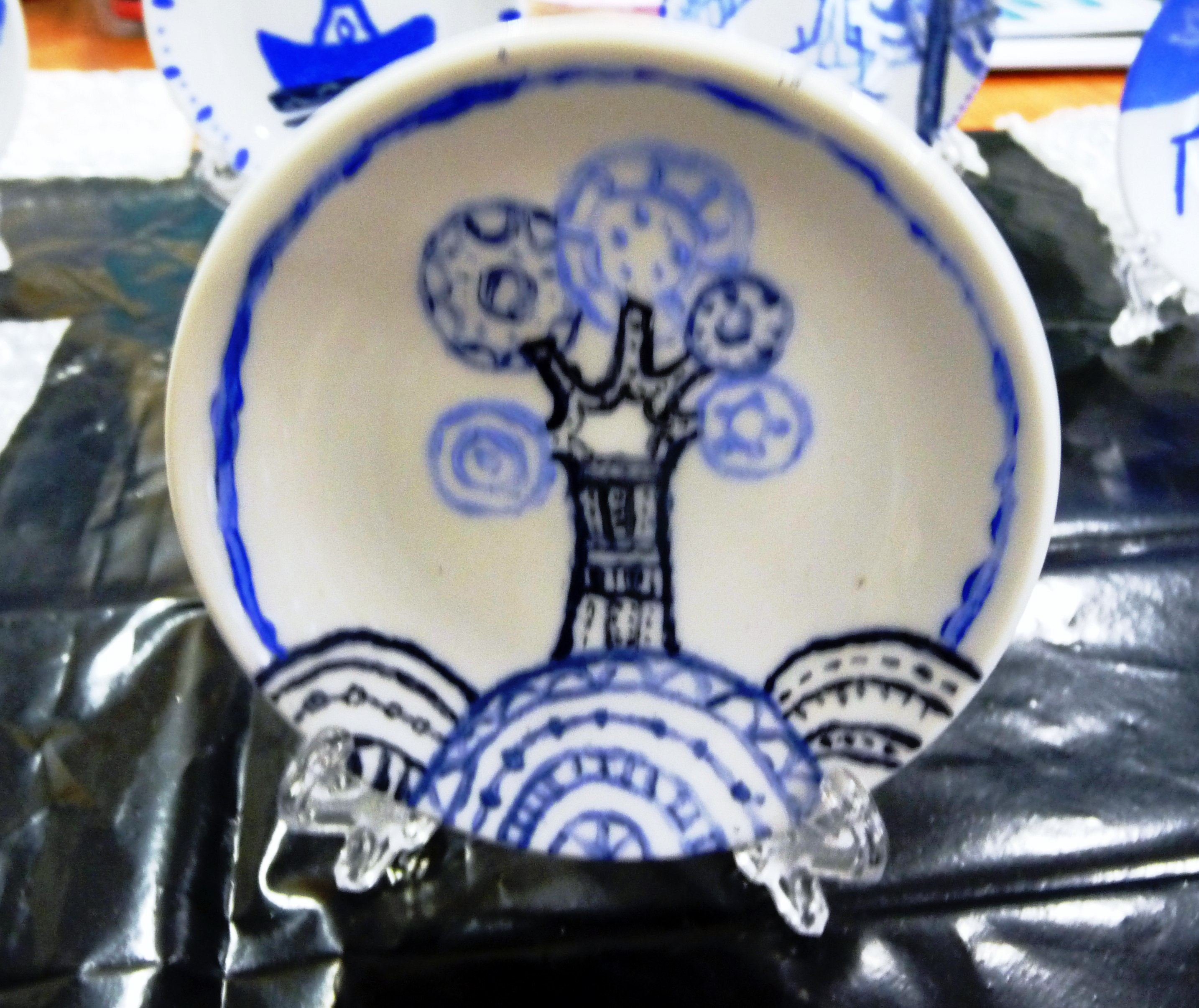YE group painted small plates with designs based on the willow pattern