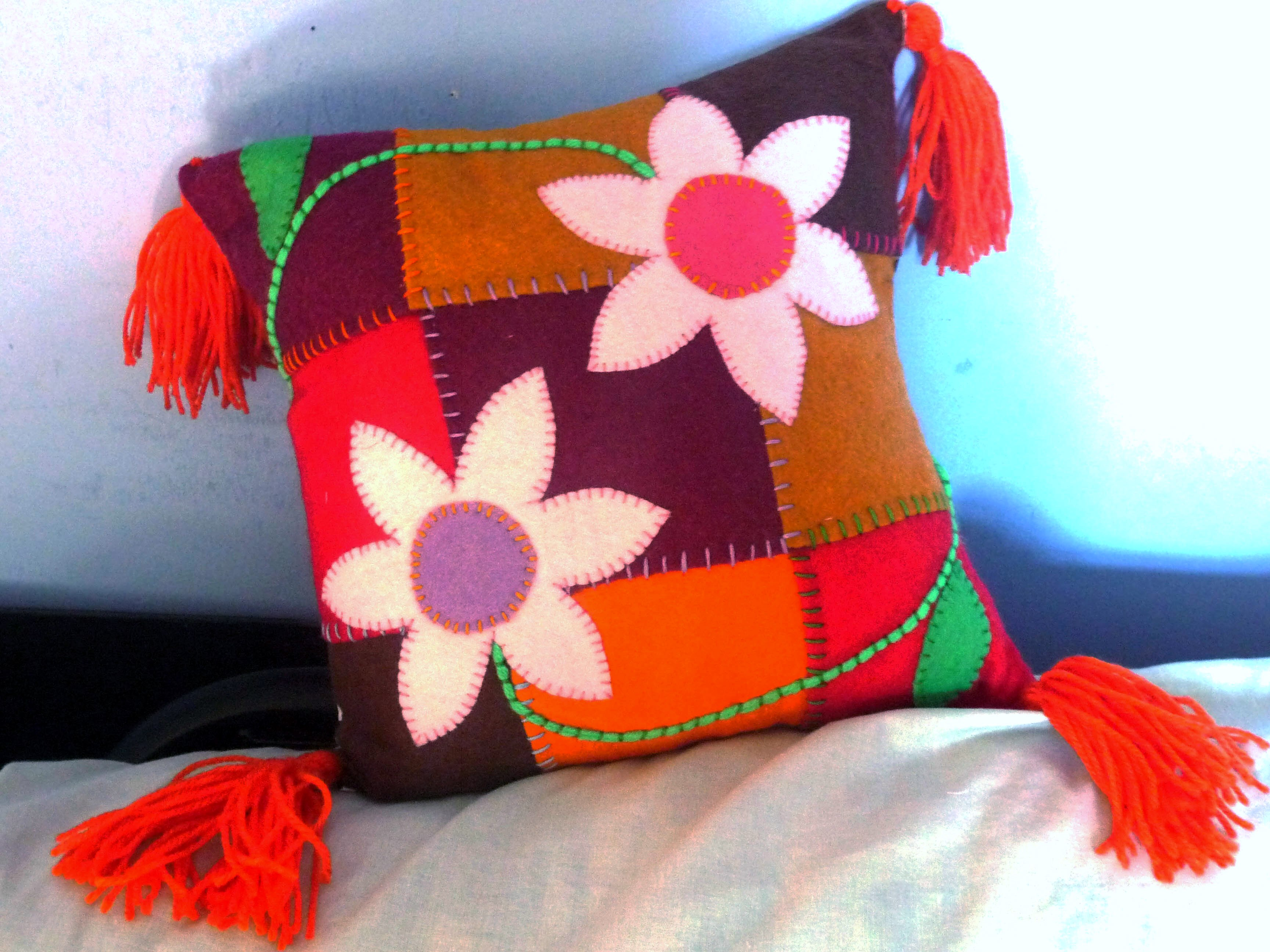 we are going to make applique felt cushions like this one
