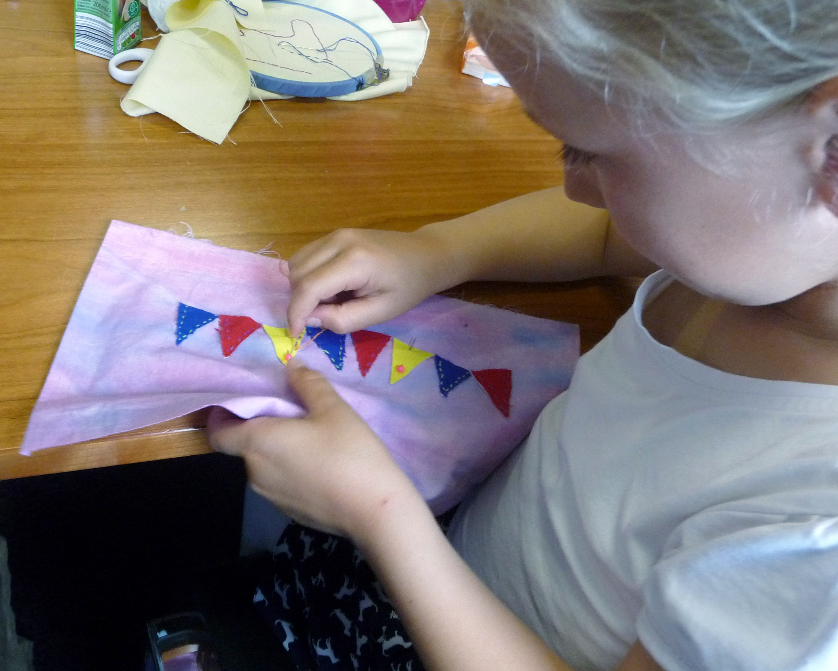 our youngest member, Esther, is working on MEG YE's joint project for our 60th Anniversary exhibition to be held in 2016