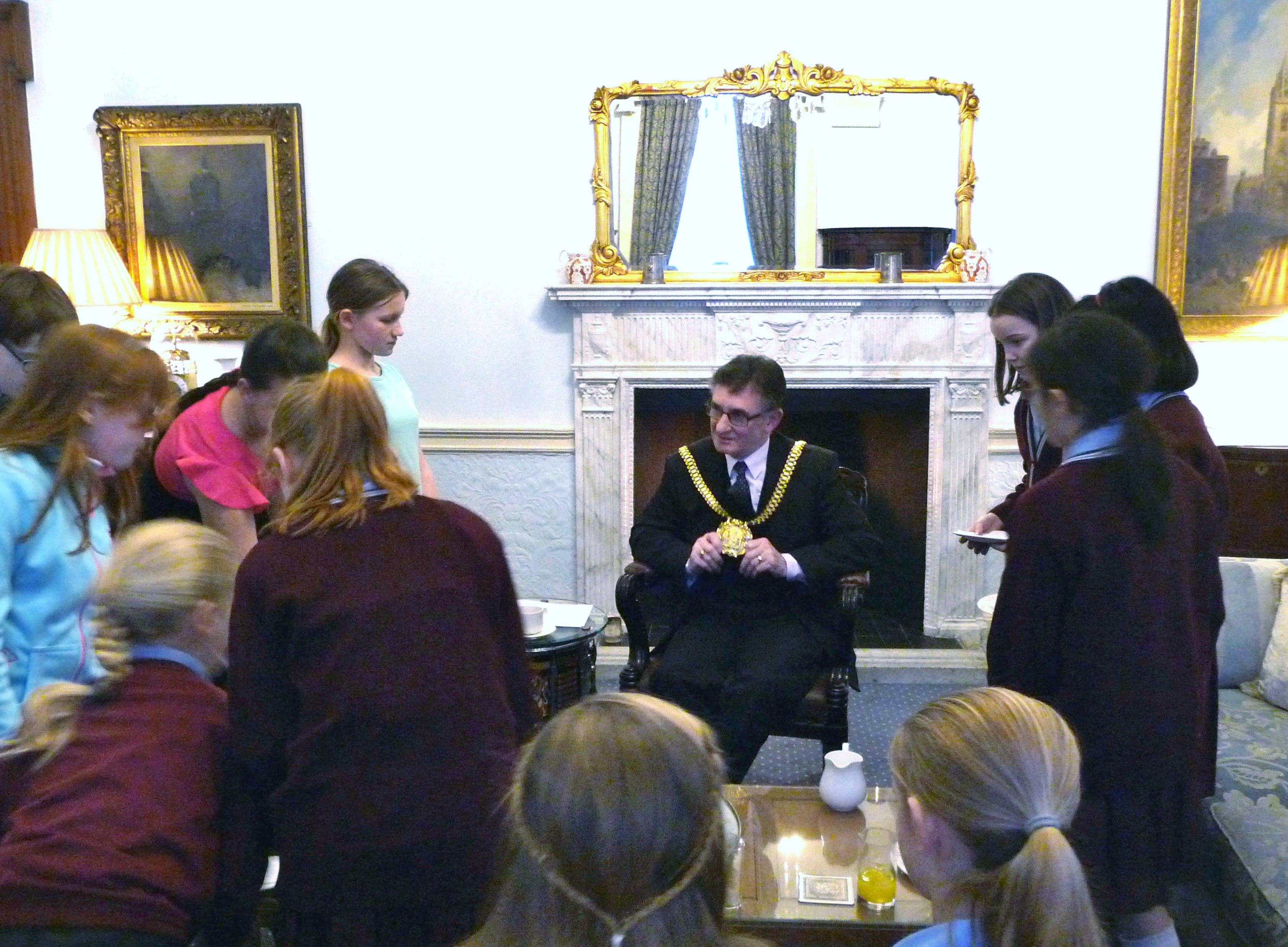 Liverpool Lord Mayor Tony Conception showing members of Merseyside YE his chain of office, January 2016